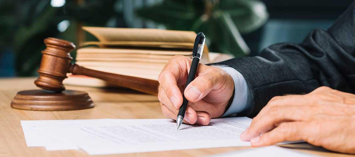 Когда необходимо заверить перевод документа у нотариуса